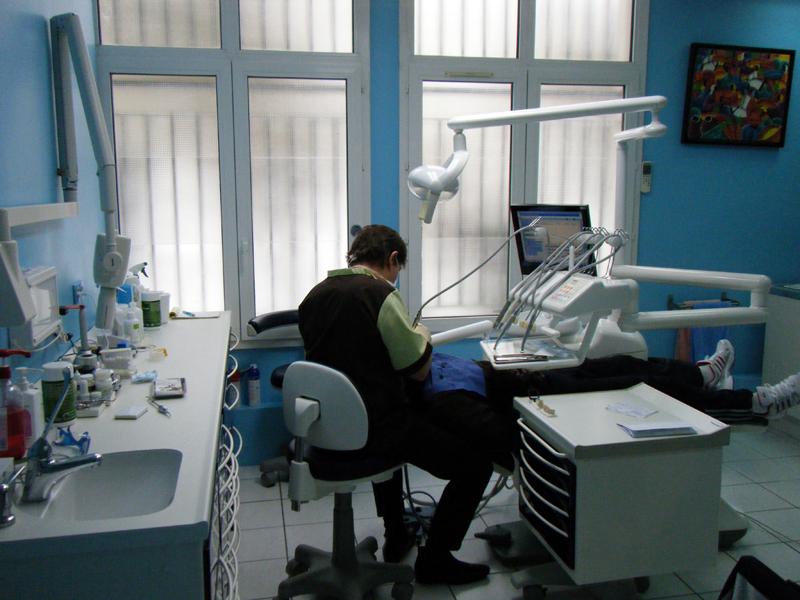dentiste cergy dentiste cergy le cabinet dentaire dr amram zana florence chirurgien. Black Bedroom Furniture Sets. Home Design Ideas
